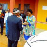 M. le Coordonnateur remet les clés au Gouvernement Congolais (RDC) représenté par Mme la Maire