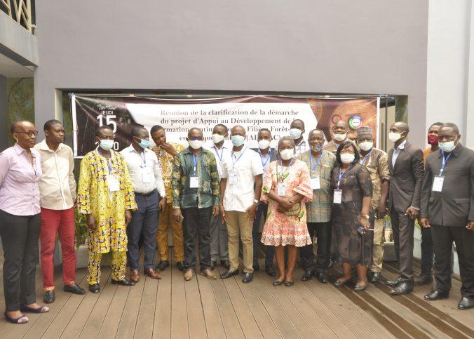 Photo de famille lors de la tenue de la réunion de clarification du projet ADEFAC